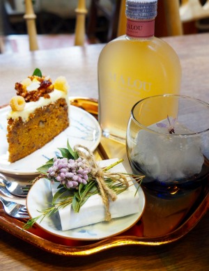 Carrot cake, chocolate brownie and iced Oolong tea at Oneday Wallflowers Cafe,