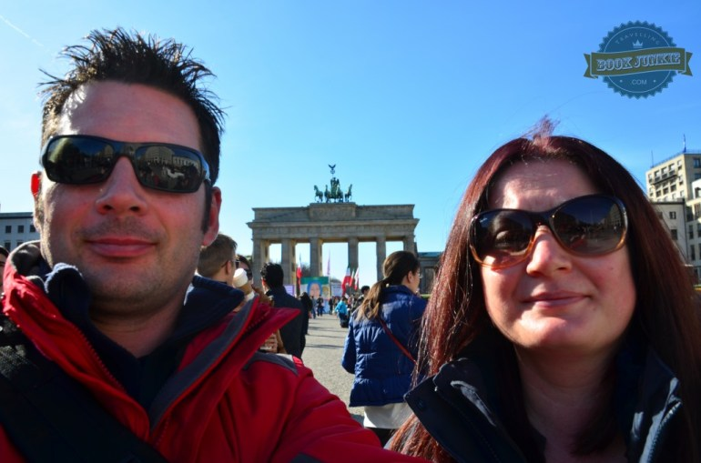 Travelling-book-junkie-does-a-selfie-at-the-Brandenburg-Gate