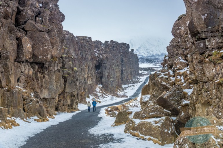 Visitors to Þingvellir