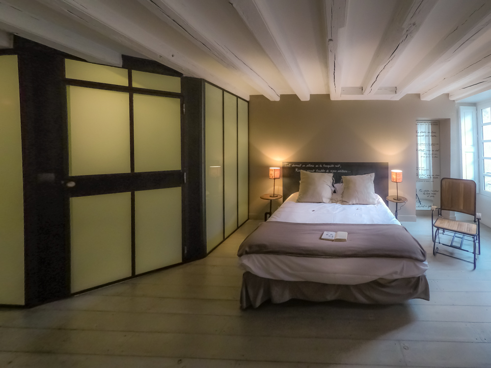 La Nuit bedroom Nantes France, Jules Verne, poetry, poems