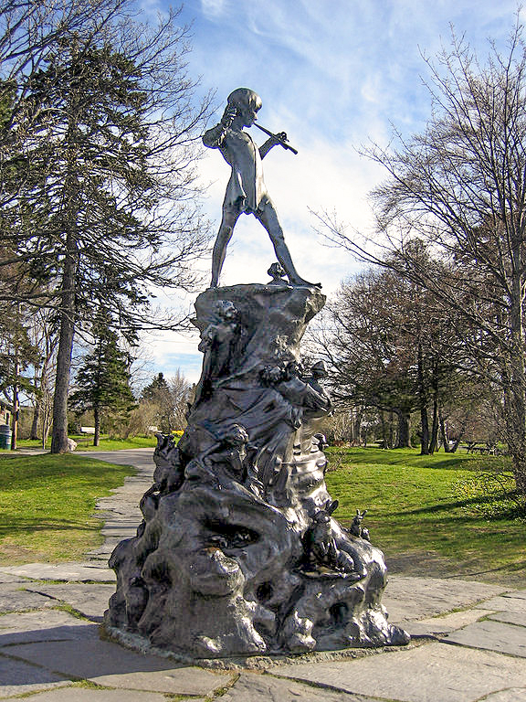Peter Pan, London, Bloomsbury set, Barrie, Kesington Gardens
