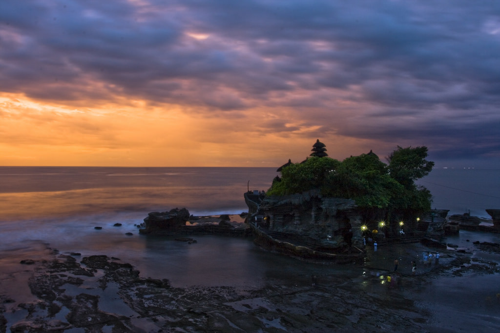 Sunset di Tanah Lot, Bali, Indonesia, Temples, Asia, Travelling Book Junkie, Travelling, Travel, Unique Travel, Unusual Travel