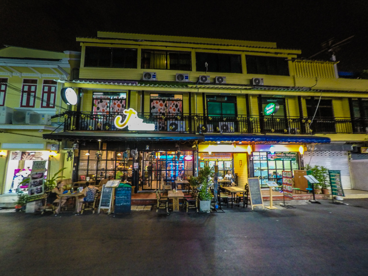 jade house, bangkok, thailand, restaurant, curry, hostel, food,