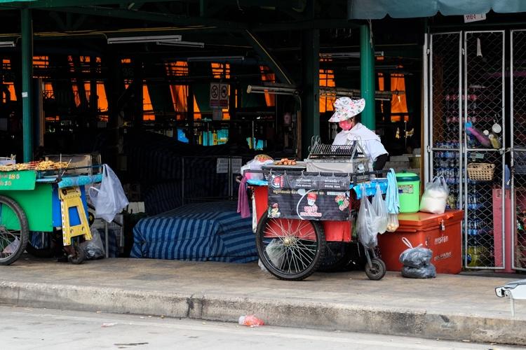 bangkok, street food, thailand, eating, stalls, food, market, eating, street, thai, travellingbookjunkie