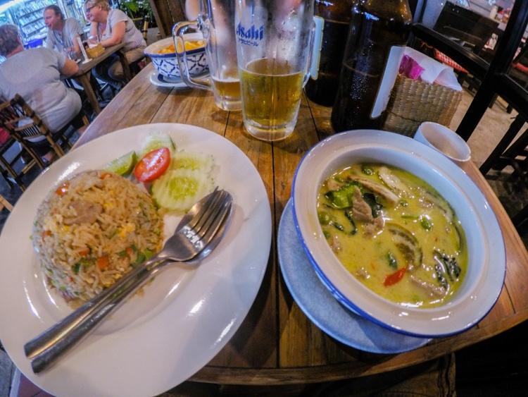 bangkok, food, eating out, restaurants, street food, market, food, curry, pad thai, rice, beer, travellingbookjunkie, guide, advice,
