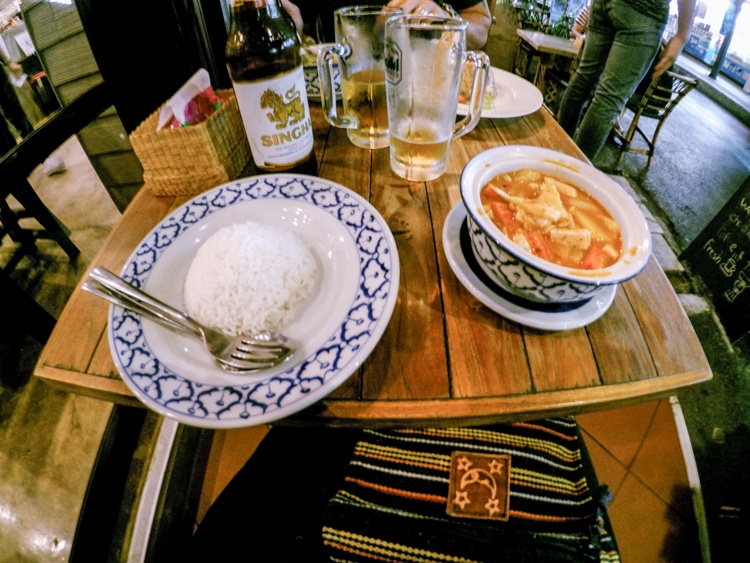 bangkok, food, eating out, restaurants, street food, market, food, curry, pad thai, rice, beer, travellingbookjunkie, guide, advice,