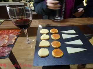 Parte de la cata de quesos en Chillón