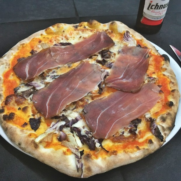 Pizza with an audience at Sergent Peppers in La Maddalena