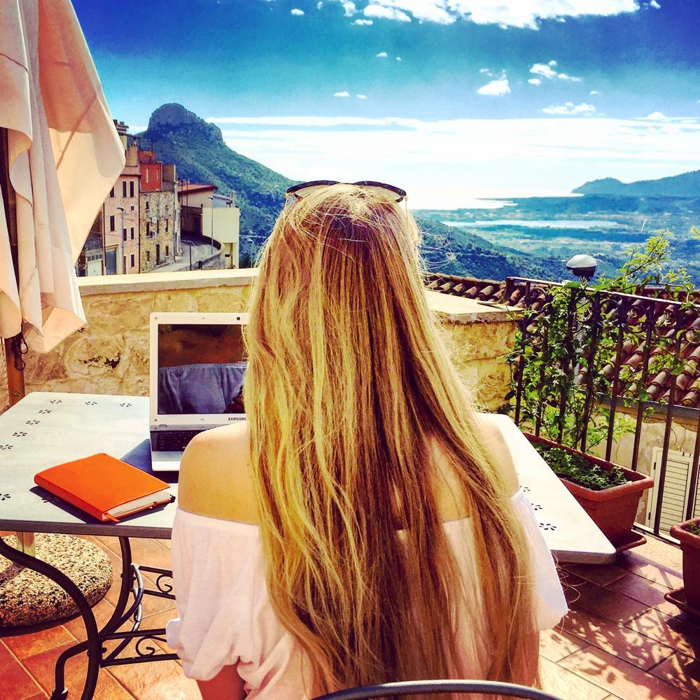 Fiona McNicol A Travellin' Tale