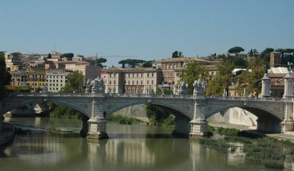 Travel through Rome travellivelearn.com