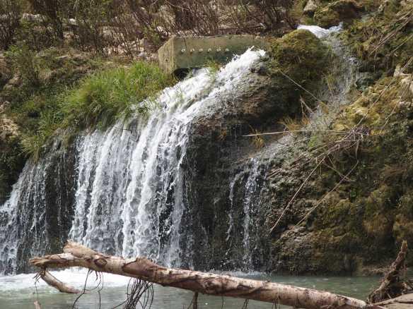 Tontonan Falls