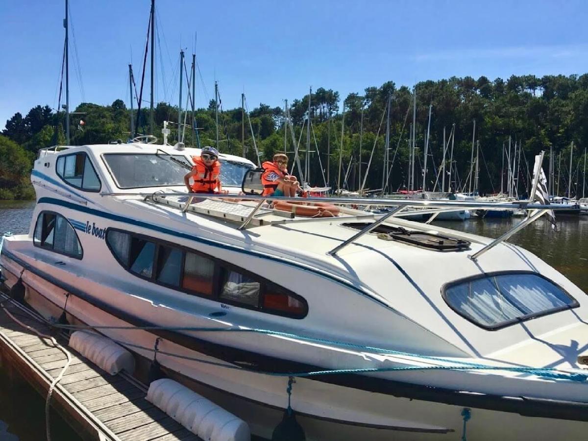 active family holidays - boating holidays