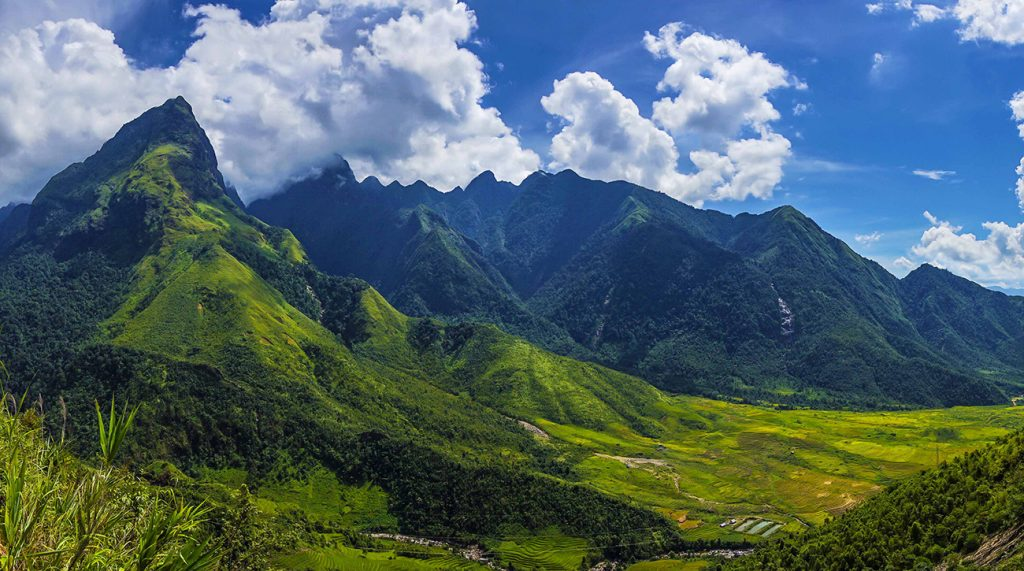 Hoang Lien Son mountain range, Fansipan 3143 m (first from the left)