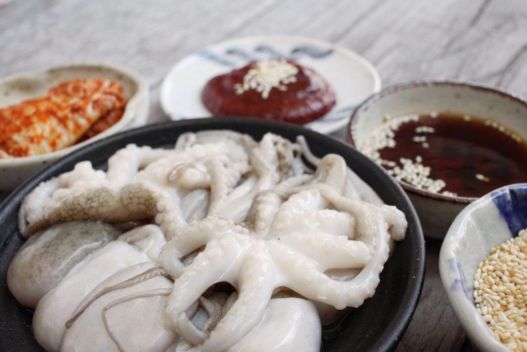 Sannakji - live octopus, Korean delicacy