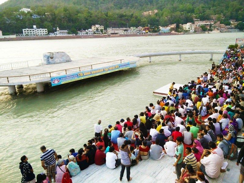 2_People gathered at Ganga near Parmarth Niketan Aashram for evening ganga arti