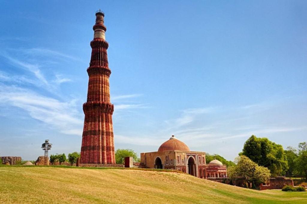 qutub-minar-delhi-1024x681