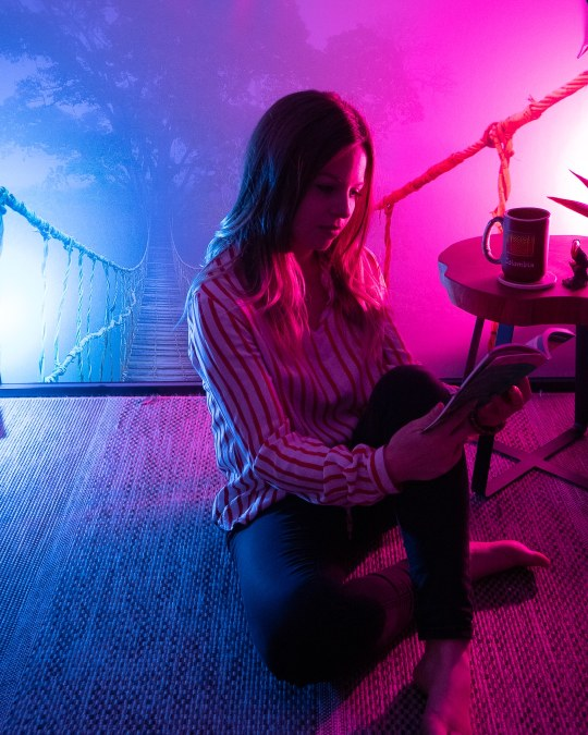 philips-hue-white-and-color-salon