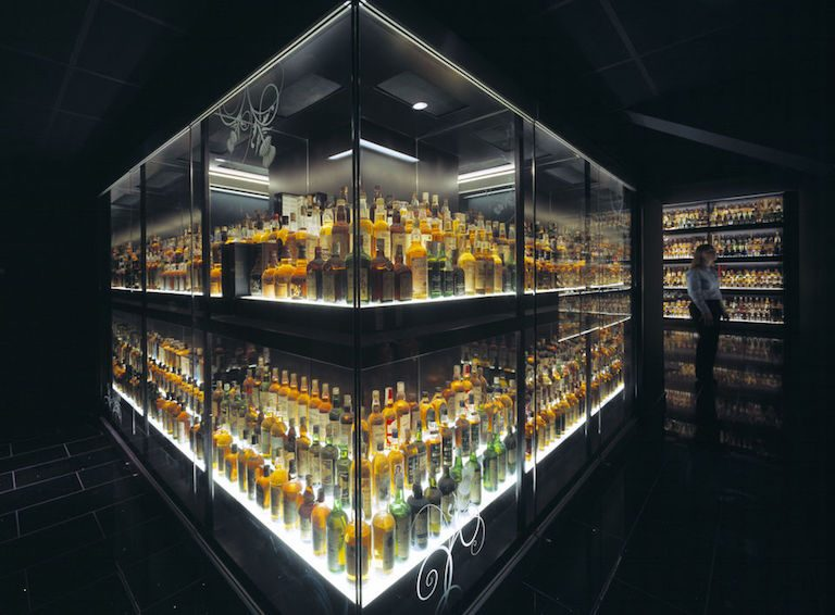 Best things to do in Edinburgh- take a scotch whiskey experience tour