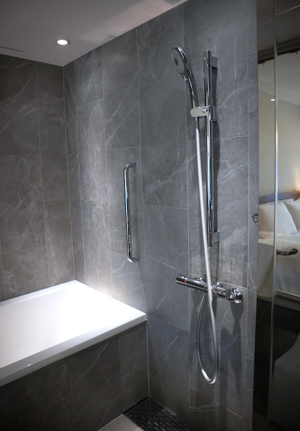 Keip Plaza Hotel Shower