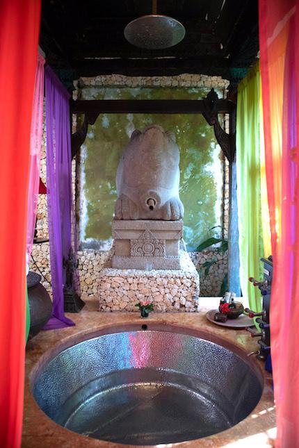 bathroom in the Apsara suite tugu malang