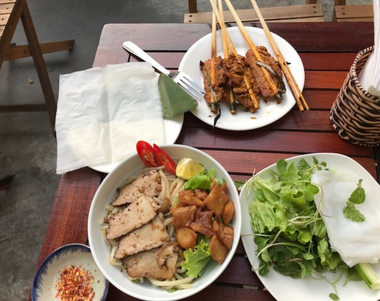 Cau Lao and Pork Skewers - Cheapest restaurants hoi an