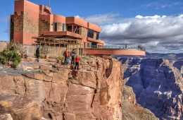 Grand Canyon Skywalk - Tourist falls into Grand Canyon