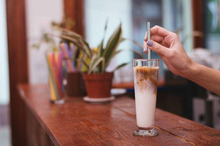 say no to straws - reduce your carbon footprint while traveling