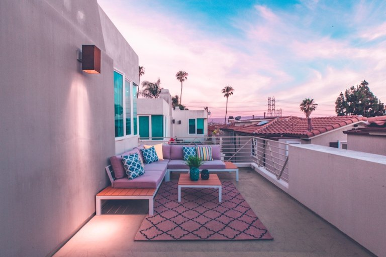 Check and match the photos to the listing on airbnb rentals before you book
