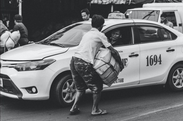 take white taxis in cebu
