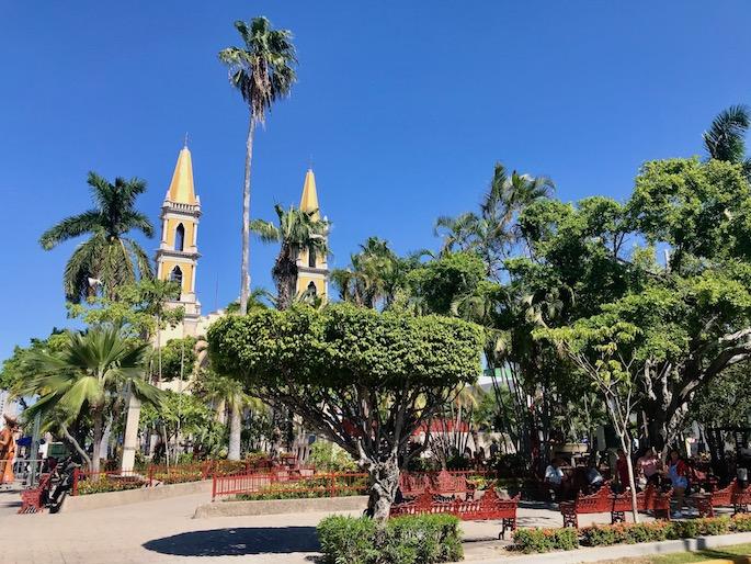 where to live in mazatlan