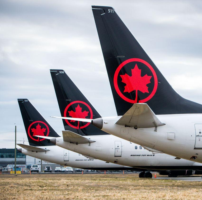 air canada planes at airport