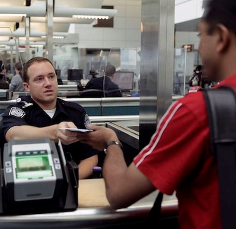us customs and immigration checkpoint at airport