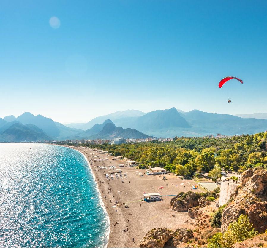 Vista aérea de Antalya en el mar Mediterráneo