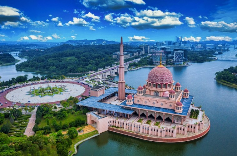 Malaysia Launches Easy Travel Reopening Application System