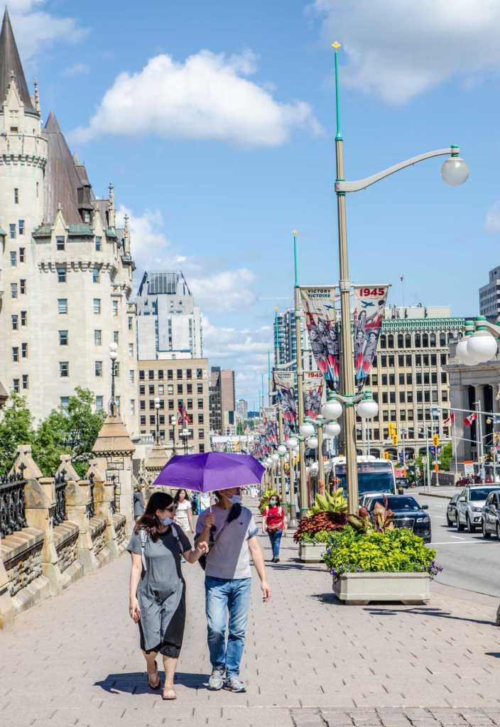 Canada tourist wearing masks
