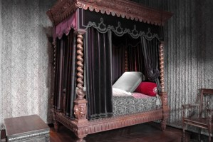 bed for a French queen