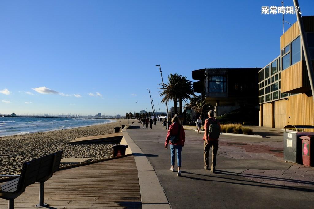 St Kilda Beach環境很適合散策。