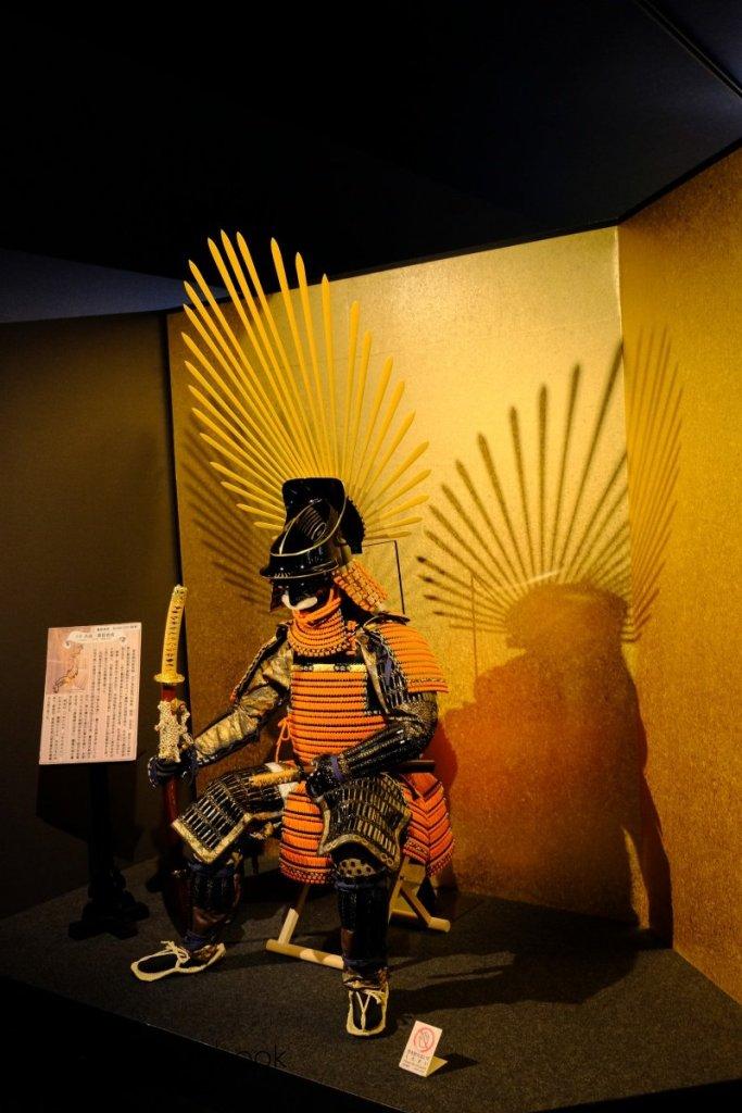 「天下人」豐臣秀吉曾有猴子的綽號,目測鎧甲也是比較小。