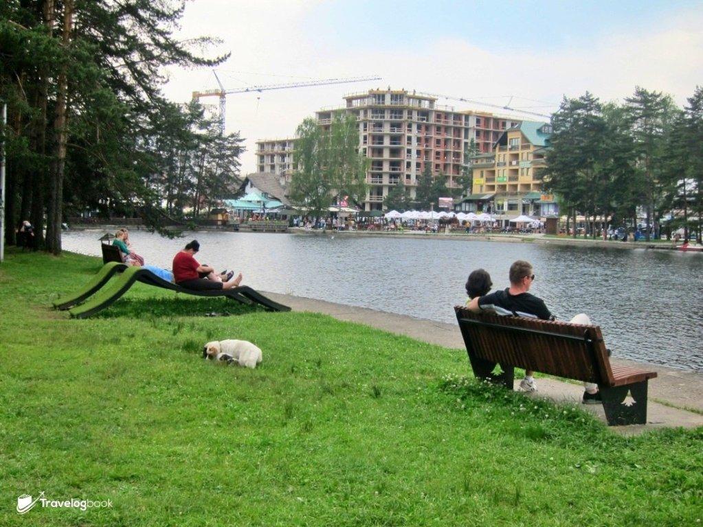 閒適的湖畔。但留意市內都大興土木了,看來這地方會愈來愈熱門。