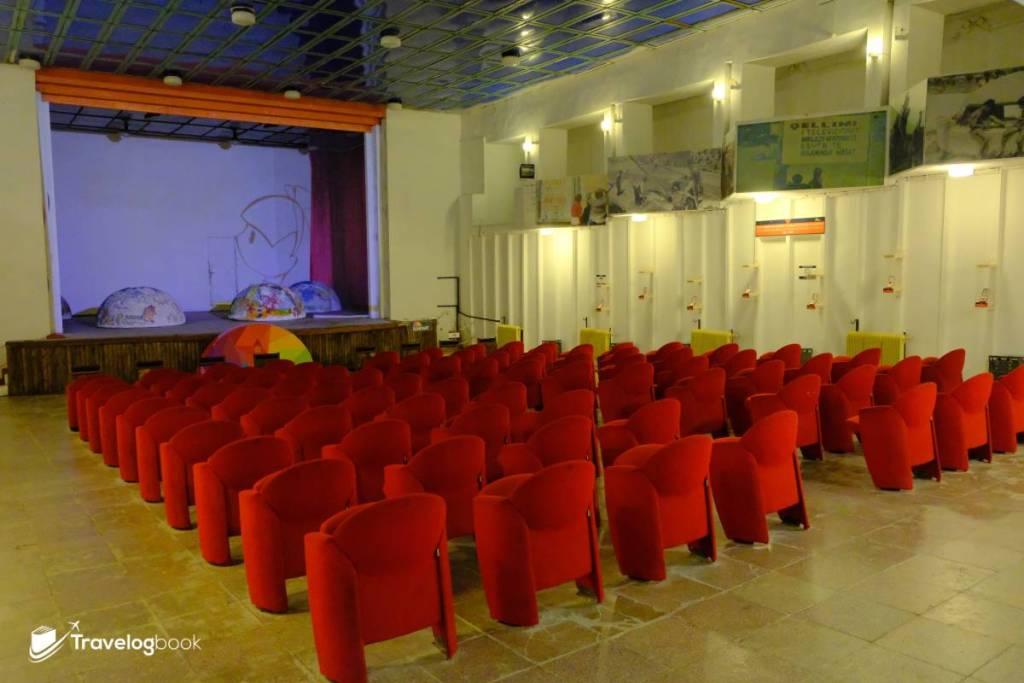 地底下一樣有個像國會的禮堂!現時此處也會用作藝術表演。