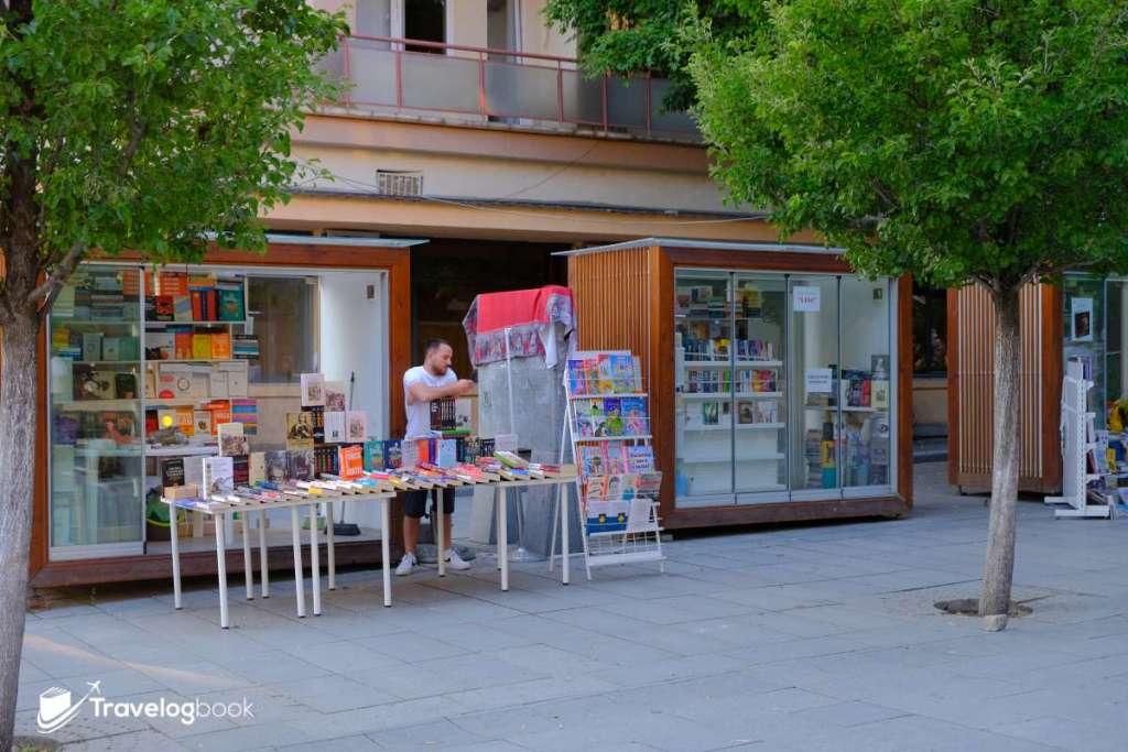 街上的小書店。