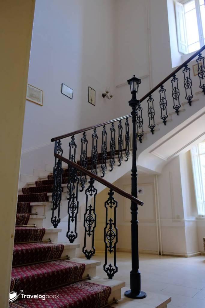 甚有味道的內部修飾,就當免費參觀歷史建築也很值得花上這點時間。