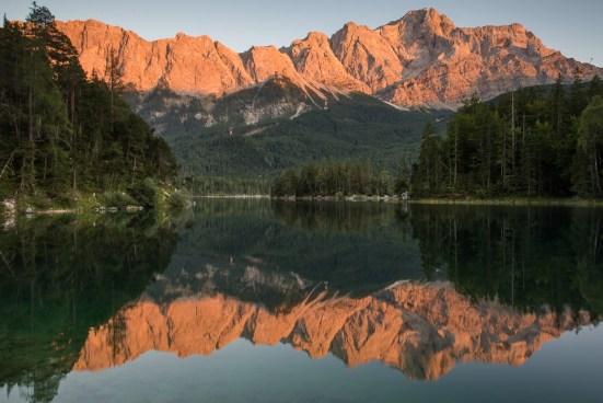 Das Alpenglühen am Eibsee