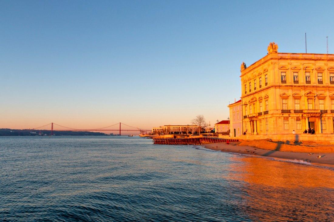 Lissabon in de winterzonsopgang