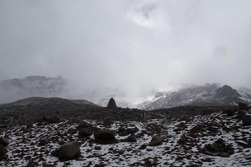 Der Vulkan Chiomborazo ist Wolkenverhüllt