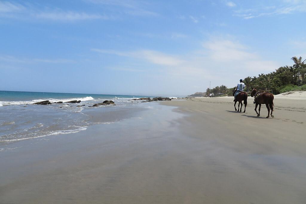 Reiten am Sandstrand von Peru