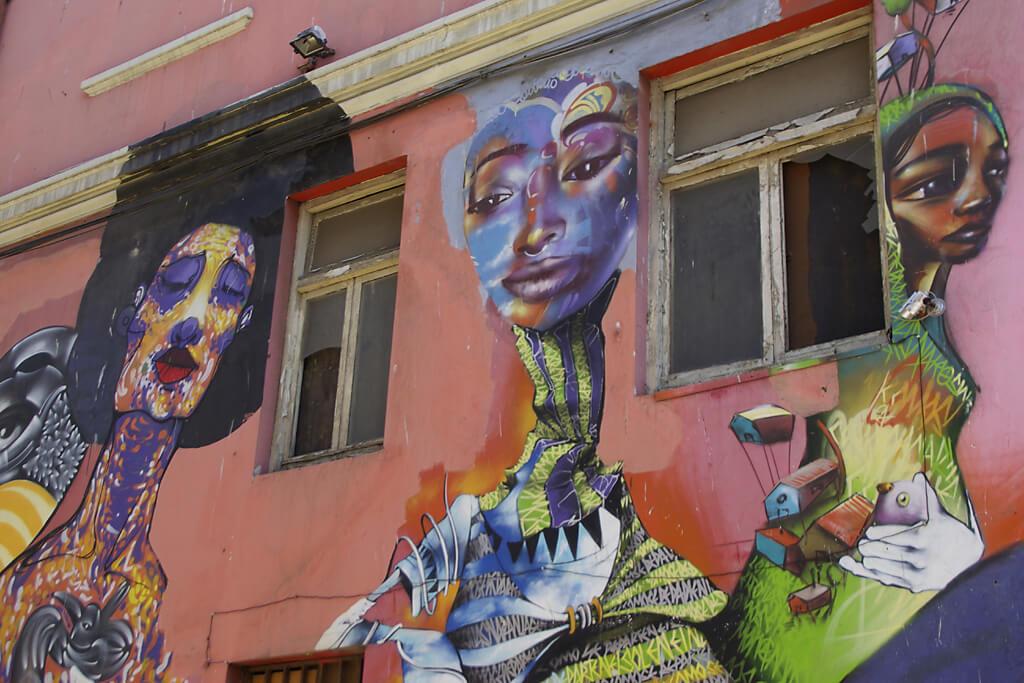 Street Art Kunstwerke an den Wänden Valparaisos