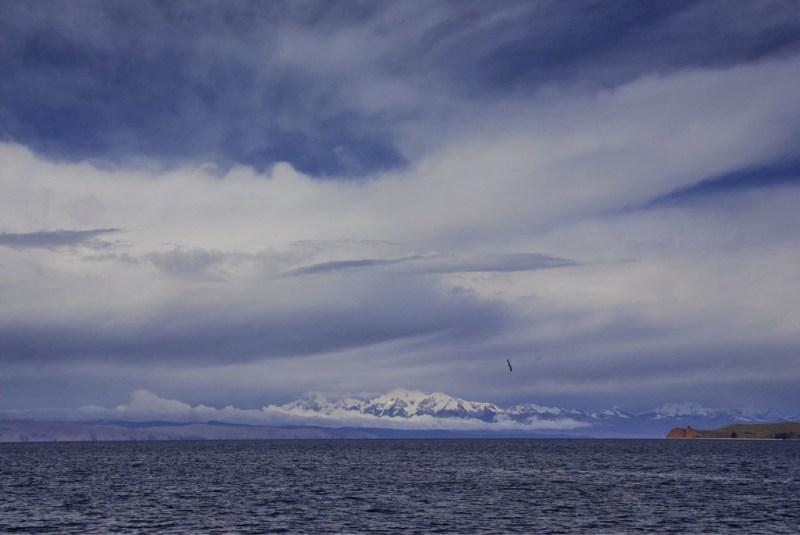 Berge rund um den Titicacasee in Bolivien