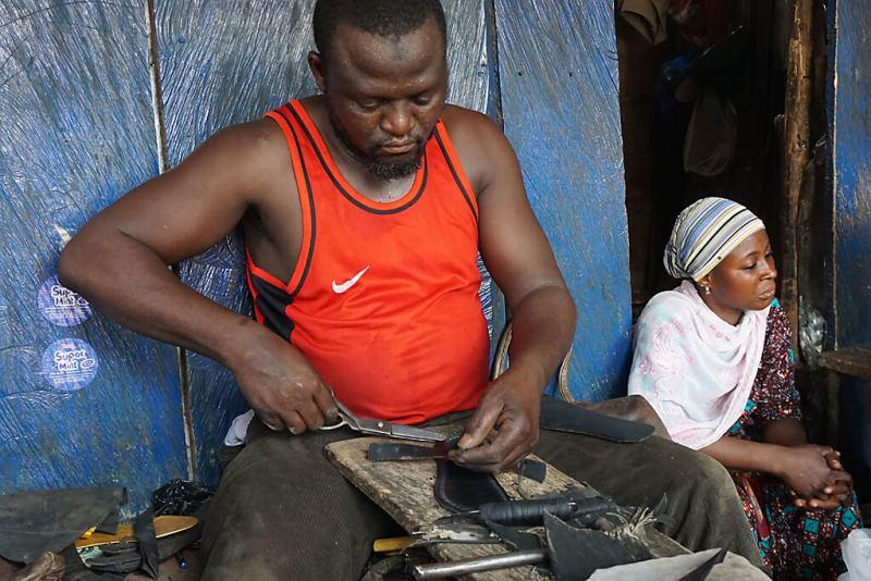 Upcycling - Herstellung Sandalen aus Reifen