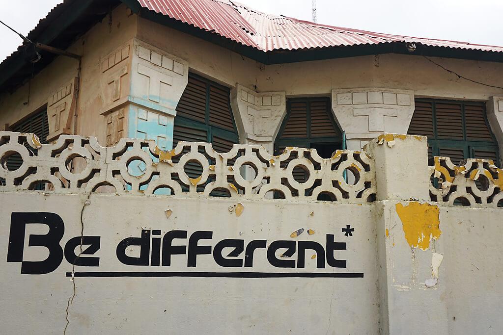 Architektur im Stadtrundgang durch Benins Hauptstadt